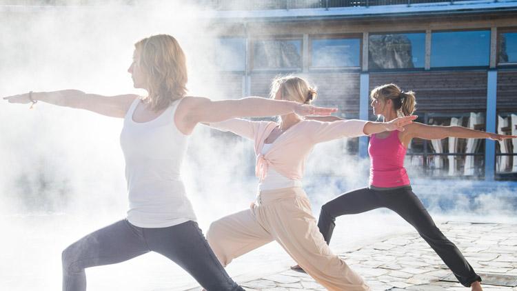 Yoga-am-Pool