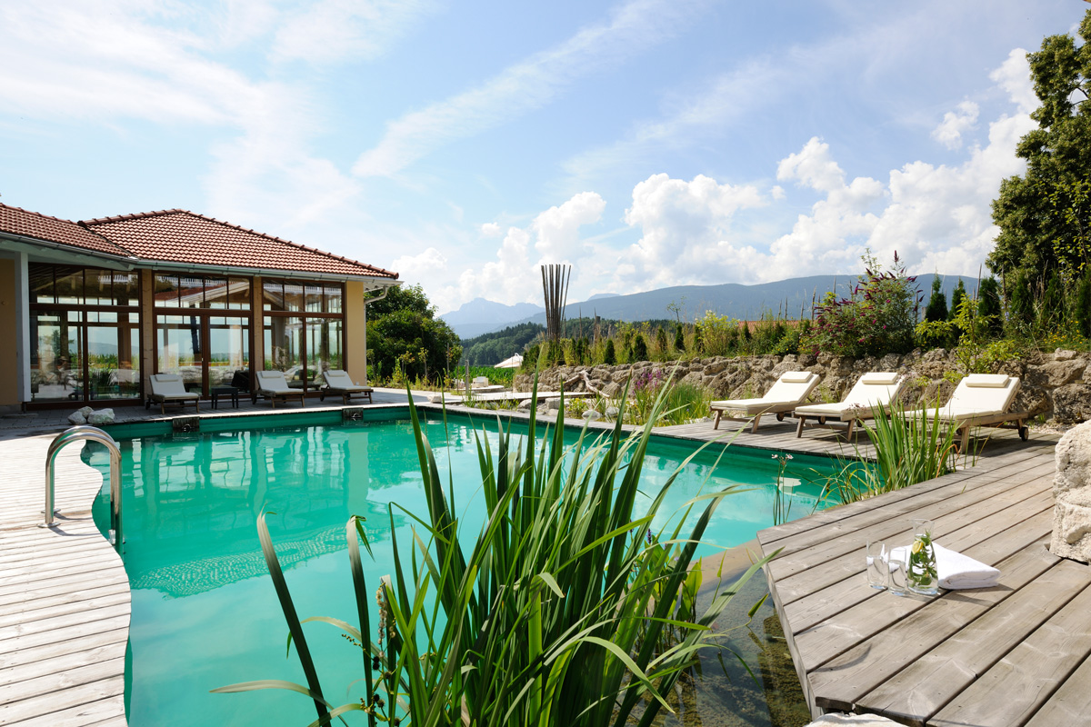 Gut Edermann Pool Bereich Outdoor