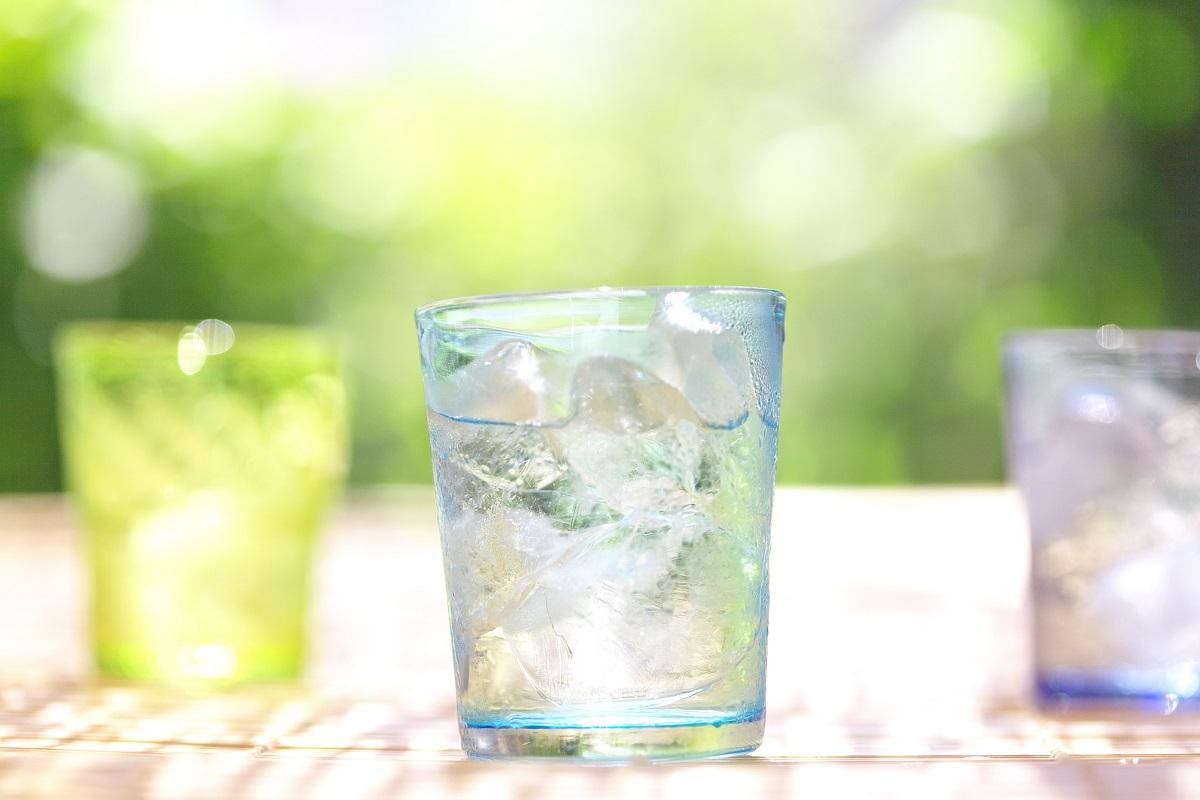 Entgiftungskur: viel Wasser trinken