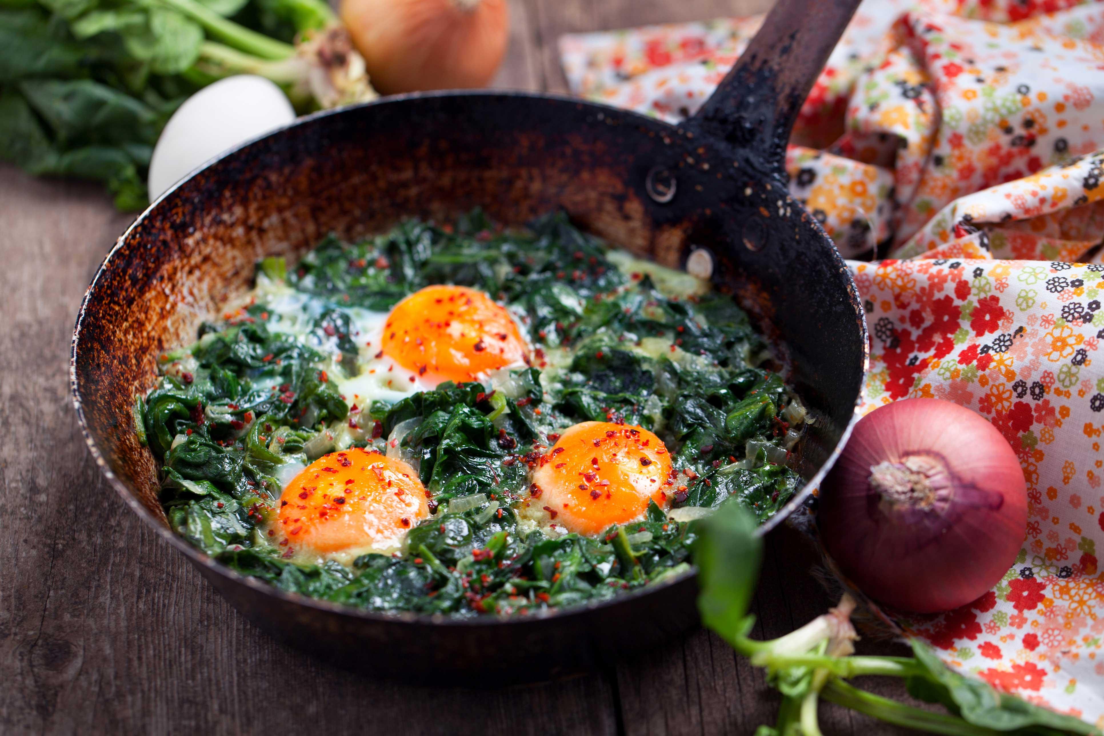 Spinat mit Röstkartoffeln und Spiegelei ist der Gründonnerstagsklassiker auf den steirischen Tischen.