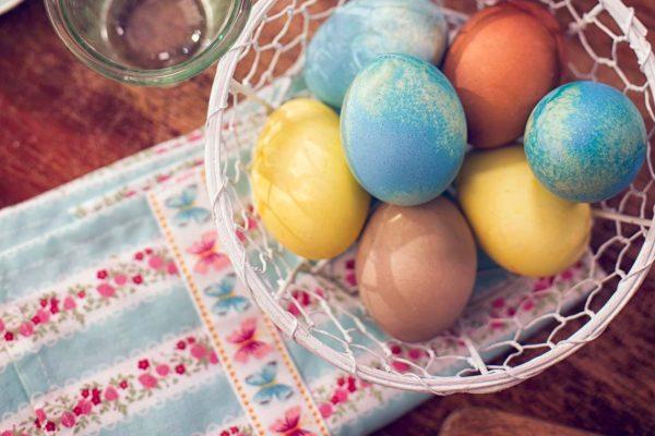 Bunt gefärbte Ostereier sind ein fixer Bestandteil der klassischen Osterjause.